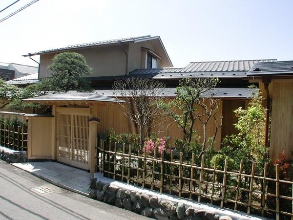 数寄屋造り - 茅ケ崎で、既存建具を灰汁洗いして和室に使い ...